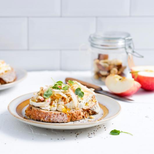 Toast met brie en honing